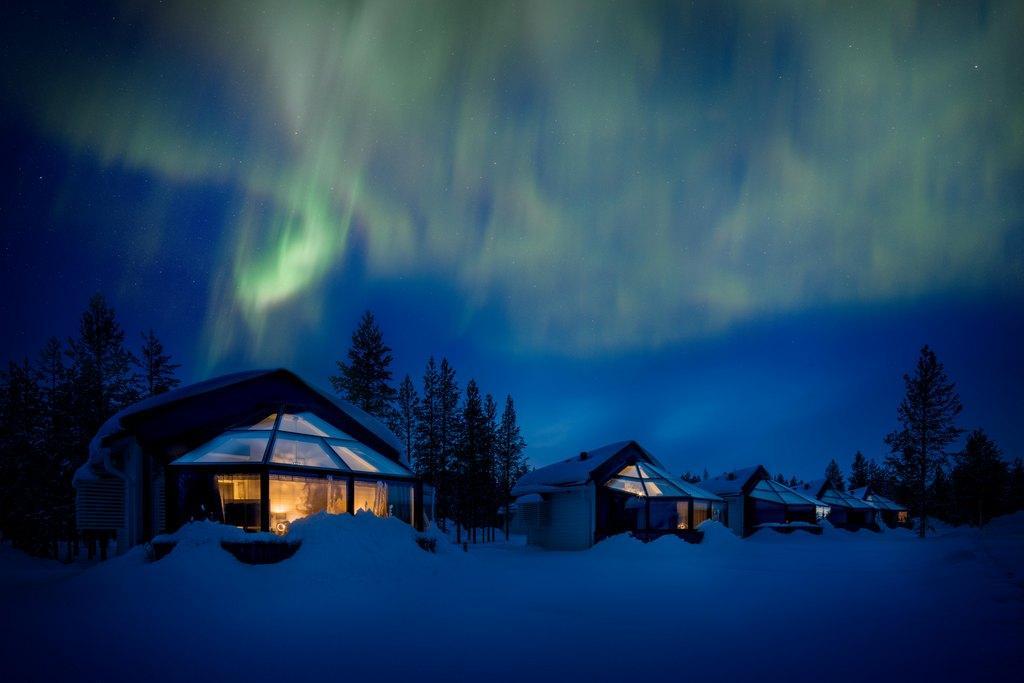 igloos aurora borealis