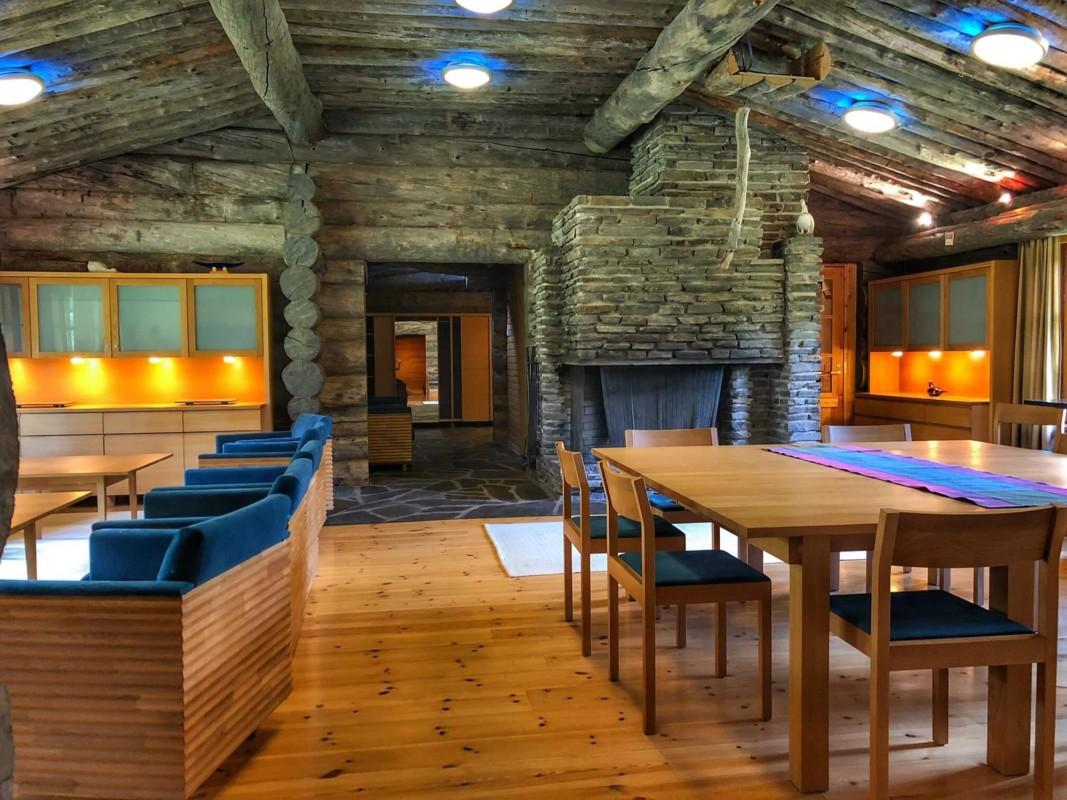 Luosto Log Villa Borealis Oleskelutila